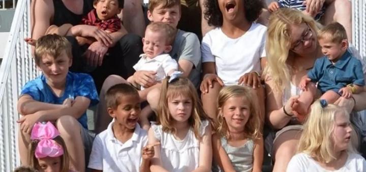 """美国妈妈无症状传染17个孩子,仅一娃幸免:""""太可怕了..."""""""