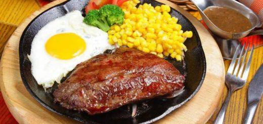 """吃牛排时,店家为什么总在盘子里放一个""""生鸡蛋""""?别瞎吃,会闹笑话的!"""
