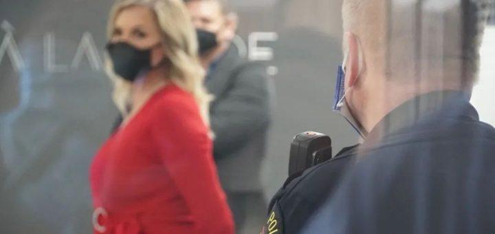 老板不惜坐牢也要复工!美国一家美容院自行复工 最终罚单、停业伺候