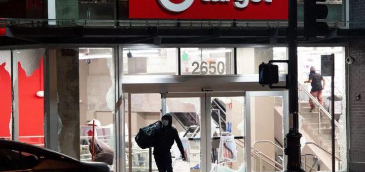 打砸抢要算总账,三人混在游行中抢商店,面临重罪